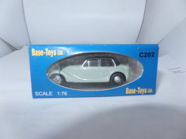B T Models Britbus Base Toys C202  Armstrong  Siddley Whitley Grey Black